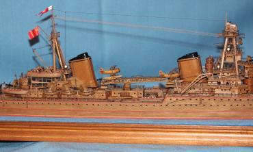 Модель крейсера Киров.  Средняя часть