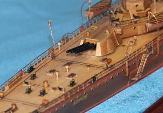 Модель крейсера Киров. Башня главного калибра