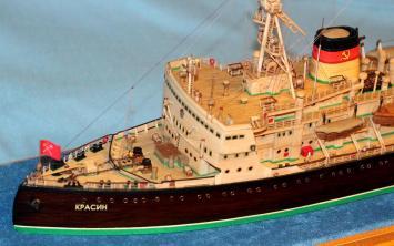 модель ледокола Красин.
