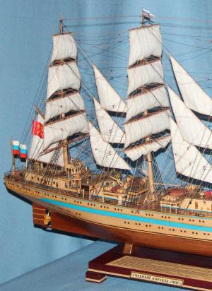 Модель корабля `Мир`. Корпус. Нос.