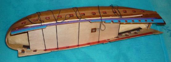 Установка палубы на модели линейного корабля