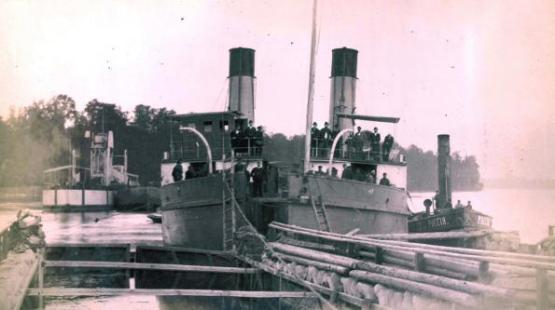 Фотография двух раздвинутых половин Саратовского ледокола.