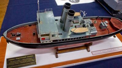 Модель Саратовского ледокола ручной работы