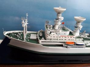 коллекционная модель судна Космонавт Юрий Гагарин