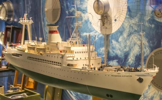 Авторская модель научного судна Академик Курчатов
