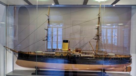 модель броненосного крейсера Адмирал Нахимов ручной работы