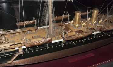 модель крейсера Адмирал Корнилов ЦВММ