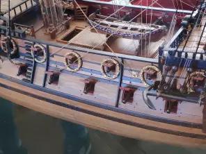 Коллекционная модель корабля Полтава. середина