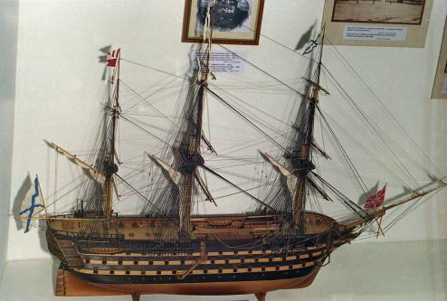 Модель корабля Двенадцать Апостолов. общий вид, бок