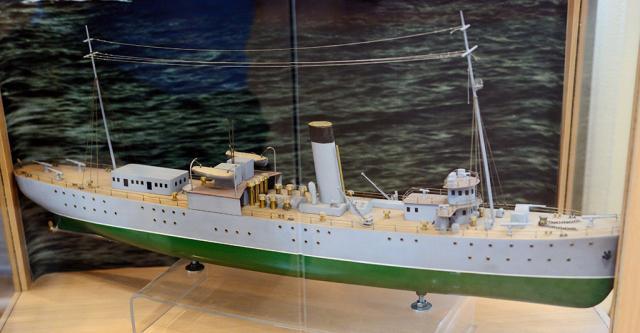 модель плавбазы подводных лодок Полярная звезда